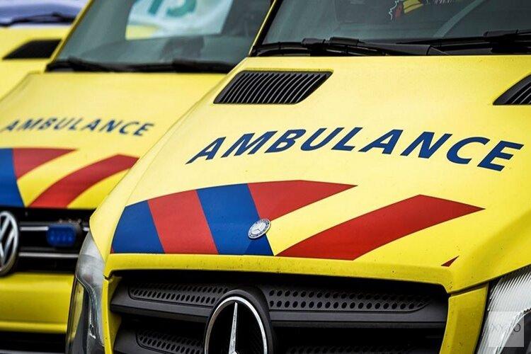 Auto schept 13-jarige fietser in Kolhorn: jongen naar ziekenhuis