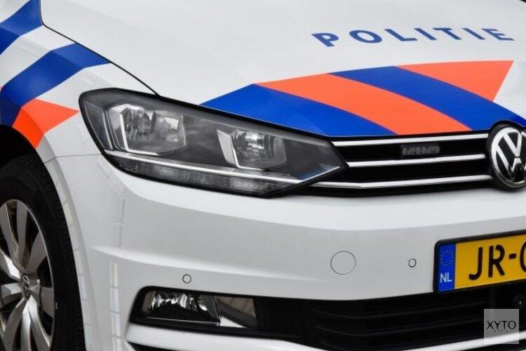 Flinke schade en bestelbusje op de kop na botsing in Wieringerwerf