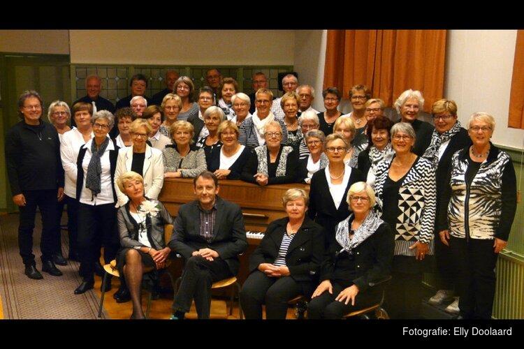 """Zondag  28 april  geeft  het Gemengd Koor """"Cantabile""""uit Schagen een concert in de Keesschuur."""