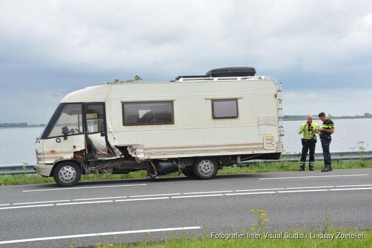 Auto tegen camper op N99