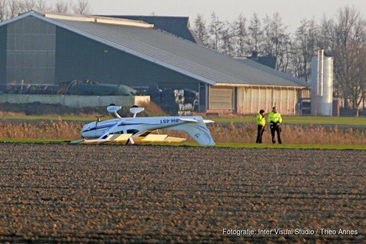 Vliegtuigje slaat over de kop bij landing in Middenmeer