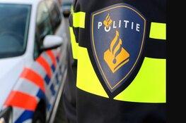 Beschonken bestuurder van bestelbus botst tegen paaltjes in Middenmeer