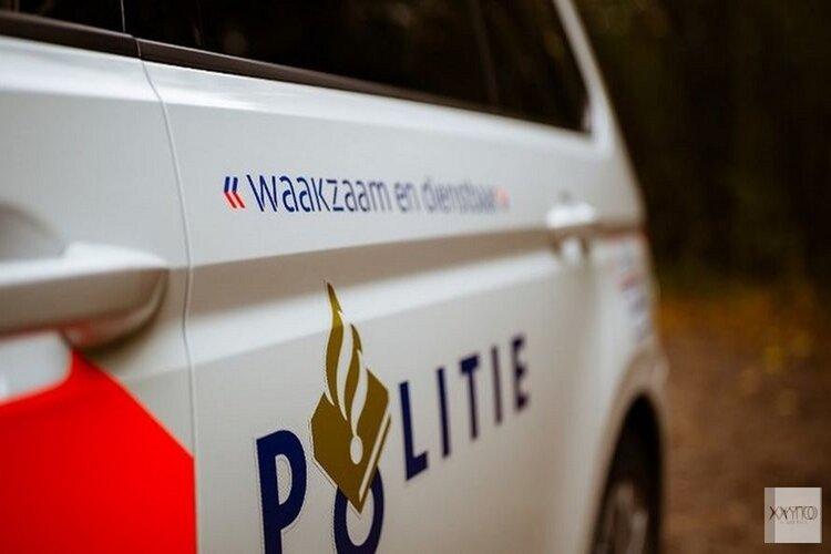 Auto knalt op boom in Slootdorp, bestuurder bevrijd door brandweer