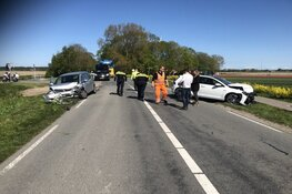 Gewonde bij frontaal ongeluk in Wieringerwerf, weg afgesloten
