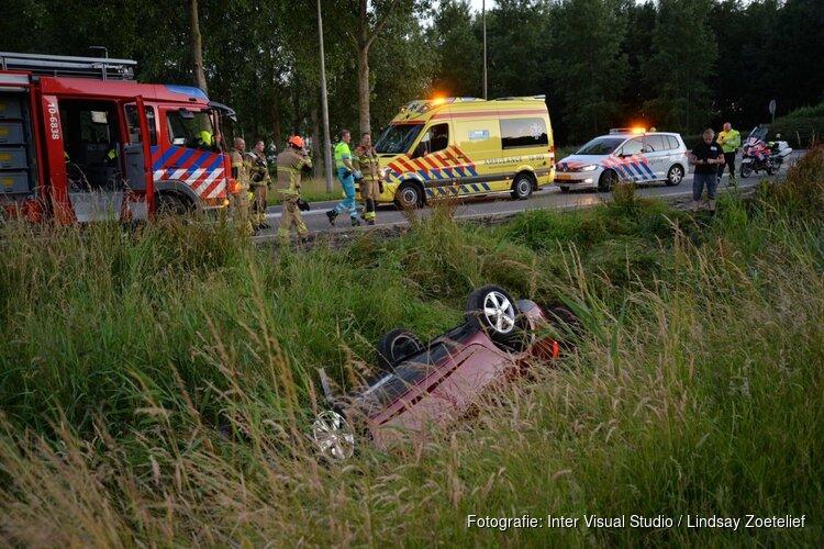 Auto raakt van de weg in Wieringerwerf