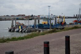 Vaartuig omgeslagen langs Afsluitdijk