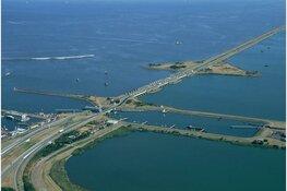 Noord-Holland niet bereikbaar via Afsluitdijk: A7 dicht door storing draaibrug