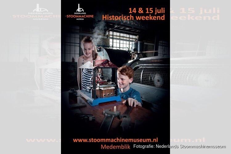 Oude ambachten en Westfriese sketches bij Stoommachinemuseum tijdens Historisch weekend.