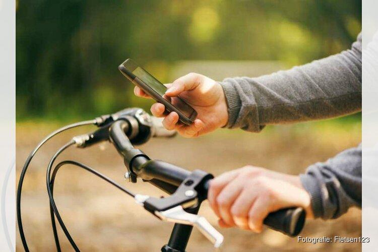 Verbod op gebruik smartphone op fiets laat op zich wachten