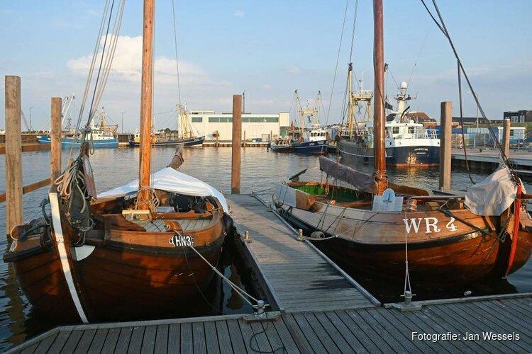 Wieringer Aken en Skuutje op nieuwe plek in 'historische hoek' haven Den Oever
