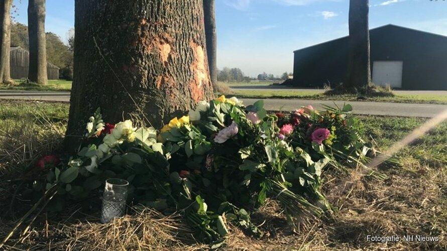 """Bloemen op plek van dodelijk ongeluk in Nieuwe Niedorp: """"Het is verschrikkelijk"""